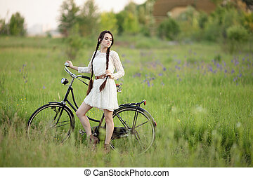 beau, girl, dans, vendange, robe blanche, à, vieille bicyclette, sur, les, vert, été, field.