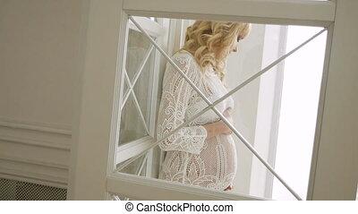 beau, girl, pregnant, tricoté, robe blanche, blond