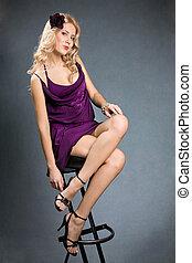 beau, girl, séance, pourpre, jeune, chaise, robe, blond