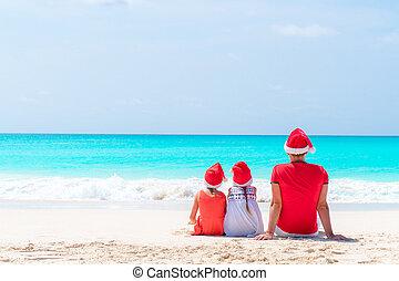 beau, gosses, famille, chapeaux, père, exotique, célébrer, santa, vacances, plage, noël, rouges, heureux