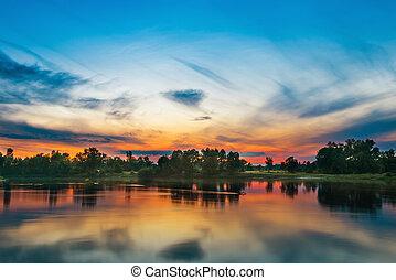 beau, grand, rivière, coucher soleil, au-dessus