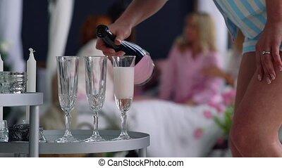 beau, gros plan, femme, avoir, remplit, bachelorette, petites amies, fond, amusement, champagne, partie., lunettes