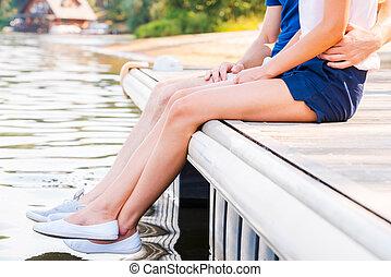 beau, gros plan, séance, couple, jeune, ensemble, quayside, ...
