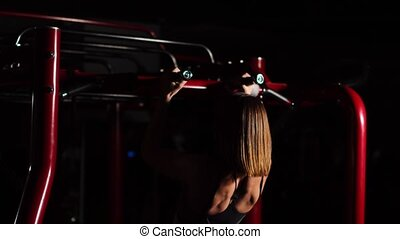 beau, hall., formation, femme, portable, traction, sommet, tempo, abdomen, volonté, arrière-plan noir, girl, athletes., ouvert, boxer., pull-ups., dehors