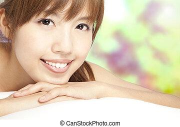 beau, haut, figure, asiatique, fin, fille souriant