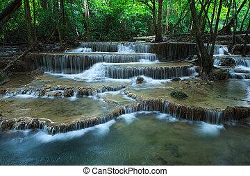 beau, hauy, mae, kamin, eau, chutes, dans, profond, forêt, kanchanaburi, occidental, de, thaïlande
