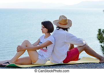 beau, holiday:, image, dos, mer, portrait, bleu, &, jeune regarder, autre, couple, séance femme, projection, chaque, malentendu, fond, copie, homme, espace, rivage, dehors, amusement, avoir