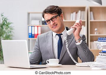 beau, homme affaires, fonctionnement, dans, bureau