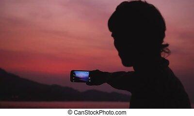 beau, image, soir, silhouette, mobile, prendre, motion., ciel, jeune, téléphone, lent, pendant, homme, 1920x1080, sunset.