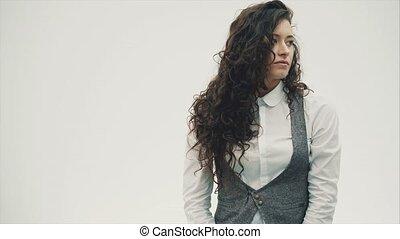 beau, indice, gros plan, brunette, business, straight., positif, jeune, doigt, humain, émotions, portrait, woman., smiles., surpris, spectacles