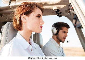 beau, intérieur, jeune, hôtesse, portrait, cabane avion, pilote