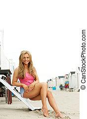 beau, jeune dame, sourire, plage