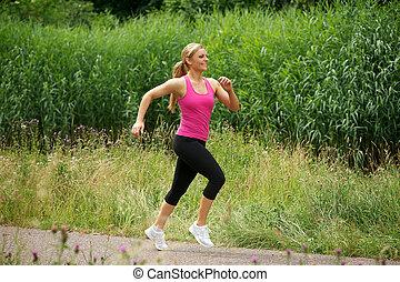 beau, jeune femme, jogging, dans parc
