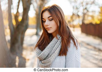 beau, jeune fille, dans, automne, parc, sur, a, jour ensoleillé