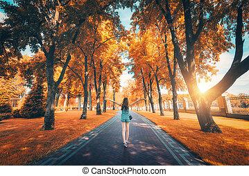 beau, jeune, ruelle, arbres automne, girl, vue, heureux