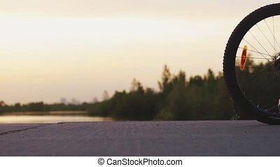 beau, lent, cyclisme, motion., lac, graisse, bycycle, route, pendant, coucher soleil, 1920x1080, homme