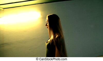 beau, long, rapidement, cheveux, rue, va, girl