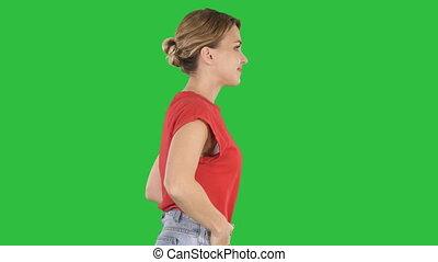 beau, marche, chroma, jeune, écran, vert, key., poches, mains, girl
