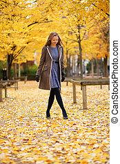 beau, marche, parc, jeune, automne, girl, jour