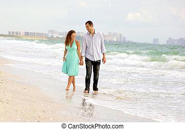 beau, marche, plage, couple, heureux
