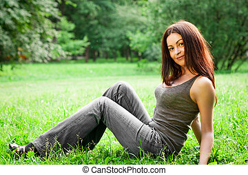 beau, meadow., femme, beauté, printemps, outdoor., jeune, girl., park., vert, field., girl, herbe, summer., mensonge