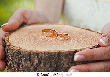 beau, mensonge, tient, bois, engagement, francais, mariée, stand, manucure, anneau