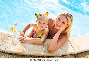 beau, mignon, girl, piscine, mère