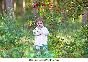 beau, mignon, marche, parc, automne, dorlotez fille