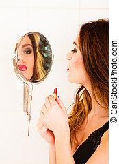 beau, miroir., femme, rouge lèvres