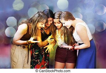 beau, mobile, filles, regarder, téléphone, étudiant, message