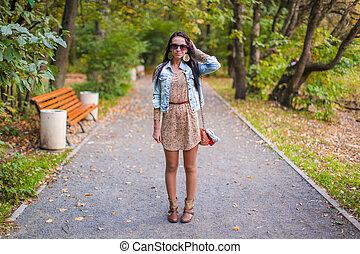 beau, mode, ensoleillé, parc, jeune, automne, promenades, girl, jour