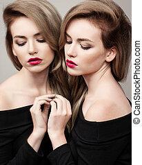 beau, mode, reflet, elle, maquillage, clair, élevé, lèvres, brunette, look.glamour, femme, miroir, portrait, sexy, girl, modèle, rouges