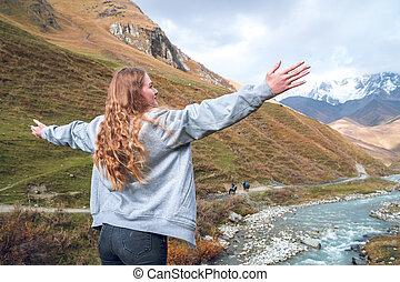 beau, montagnes, élevé, shkhara, relâcher, bras, quoique, voyager, svaneti, montagne, girl