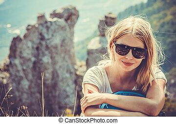 beau, montagnes, femme, style de vie, randonnée, été, alpinisme, concept, fond, voyageur, sport, paysage