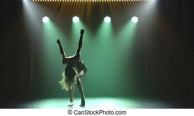 beau, motion., noir, sombre, lingerie, contemp., backlight., silhouettes, danseur, lent, plastique, studio, danses, exécute, dramatique, danse femme, moderne, flexible