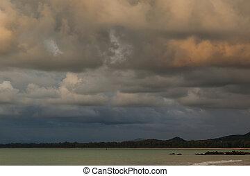 beau, nuages, ciel, pluie, thailand., venir, coucher soleil, avant