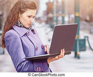 beau, ordinateur portable, ensoleillé, dehors, girl, jour