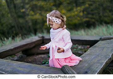 beau, parc, jouer, automne, girl, day., ensoleillé, peu