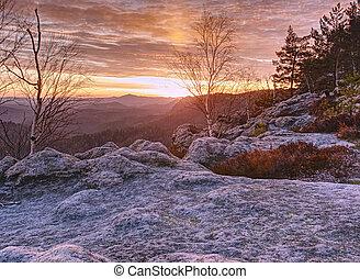 beau, paysage., brumeux, matin, tôt, sauvage, vallonné, rochers