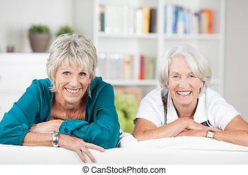 beau, personne agee, deux, dames