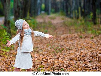 beau, peu, feuilles, parc, automne, girl, adorable