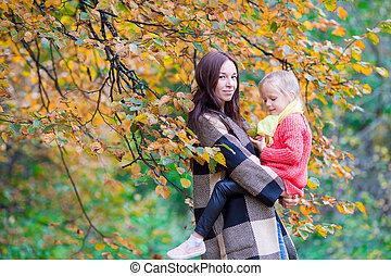 beau, peu, fille, automne, maman, jour, heureux