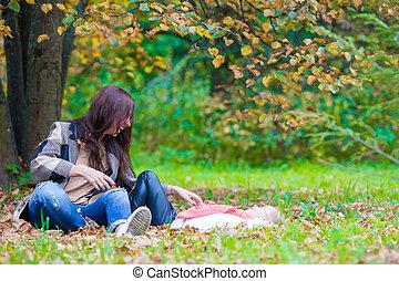 beau, peu, fille, avoir, automne, mère, amusement, jour, heureux