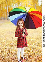 beau, peu, parapluie, coloré, automne, enfant, girl, jour
