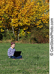 beau, peu, saison, ordinateur portable, parc, automne, girl, jouer