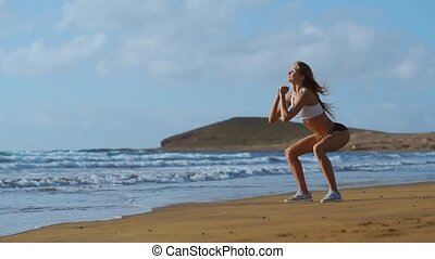 beau, plage, assied-augmente, femme, style de vie, sain, levers de soleil, travail, jeune, matin, exercices, sexy, sports, dehors