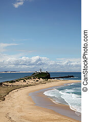 beau, plage, nobbys, jour ensoleillé, attraction., newcastle, populaire, australia., local, lighthouse.