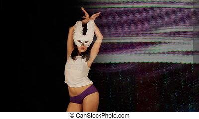 beau, porter, femme, masque, jeune, danses, mouvements, sillon