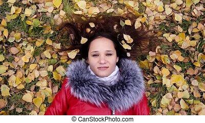 beau, porter, femme, saison, gens, feuilles, écouteurs,...