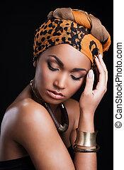 beau, porter, tête, femme, beauté, contre, debout, quoique, toucher, arrière-plan noir, africaine, black., headscarf